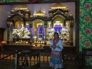 Templo Hindu foi um dos locais visitados por Luciana, durante trabalhos voluntários realizados no País